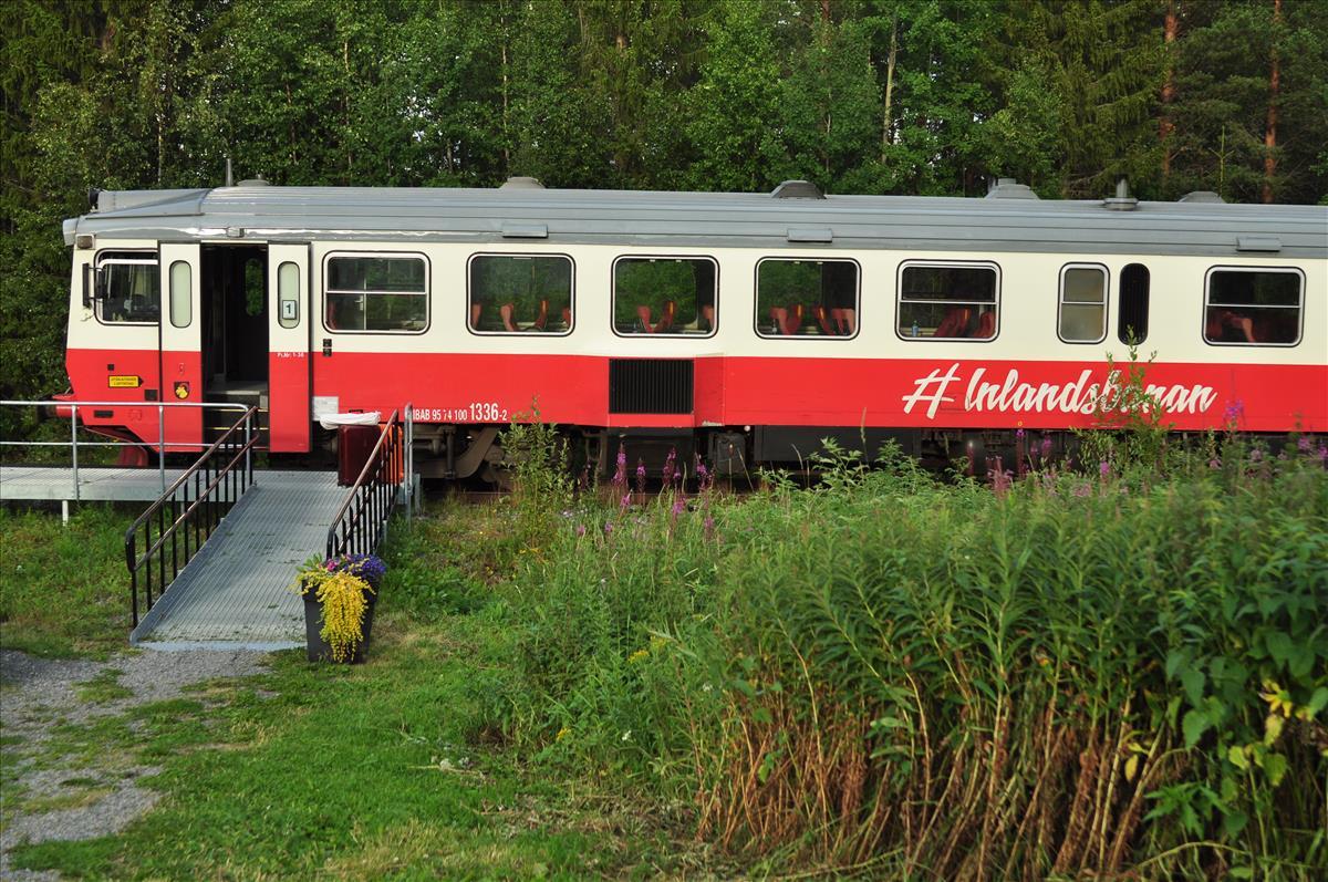 http://www.stifter-mauth.de/bahn/wp-content/uploads/fotos/schweden/2019/066_20190808_Inlandsbahn_Tw1336_Aasarna_Soedra.jpg