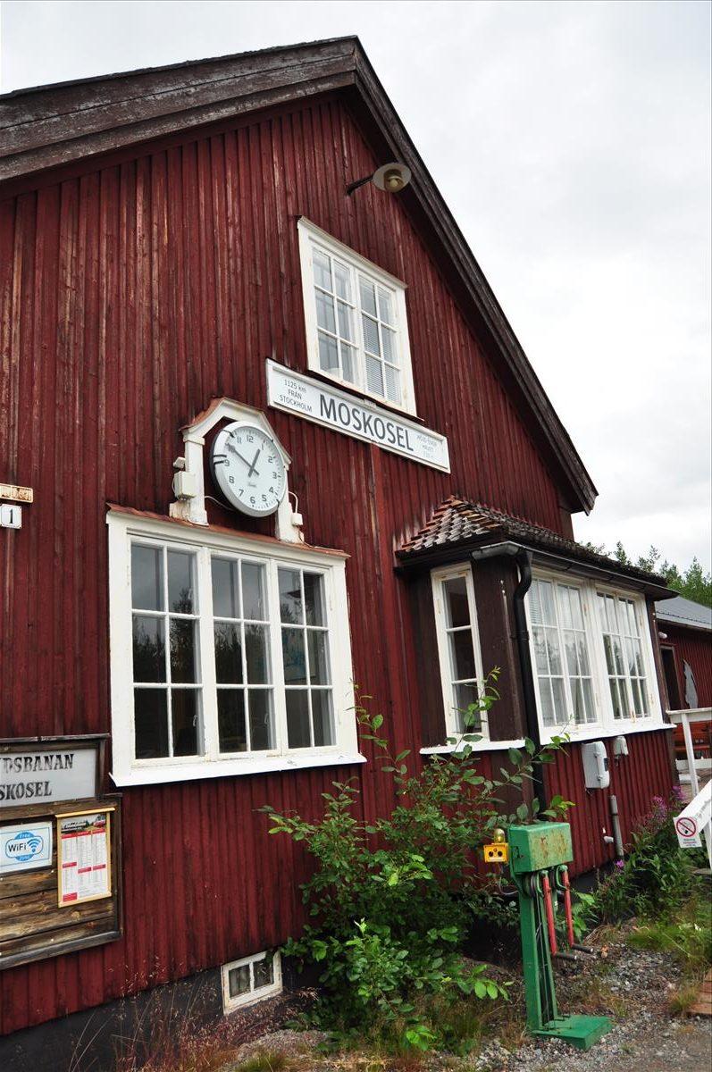 http://www.stifter-mauth.de/bahn/wp-content/uploads/fotos/schweden/2019/098_20190811_Bahnhof_Moskosel-rotated.jpg